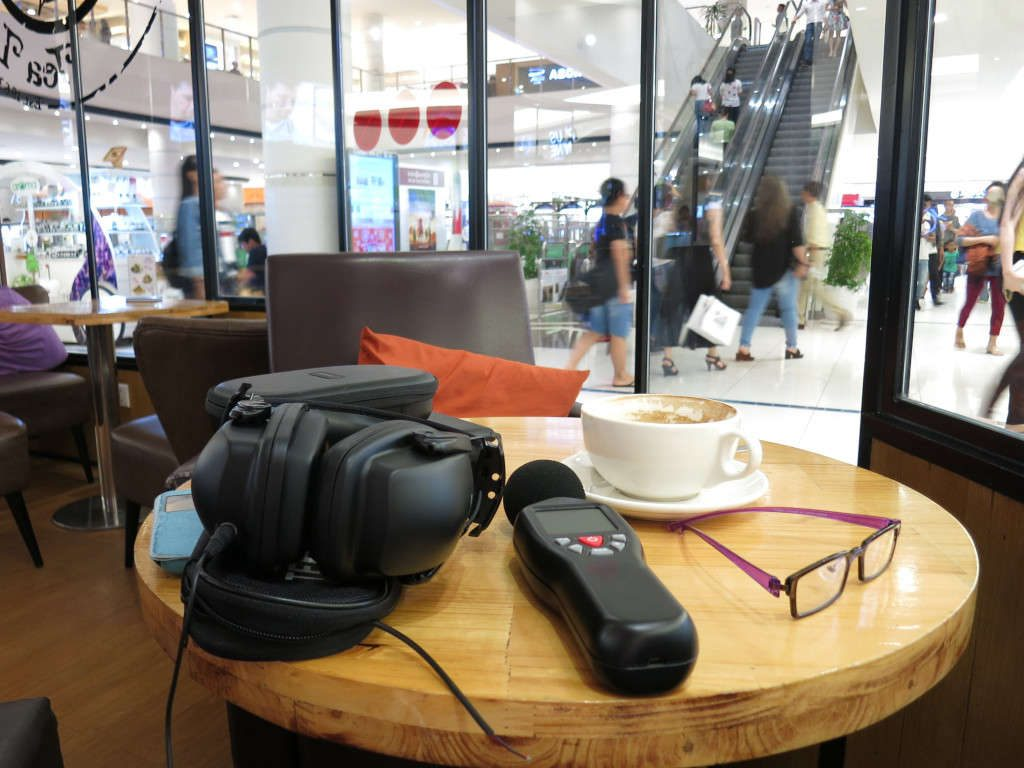 sync-stereo-at-a-shopping-mall-cafe