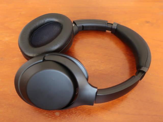 ANC-headphones-against-traffic-noise